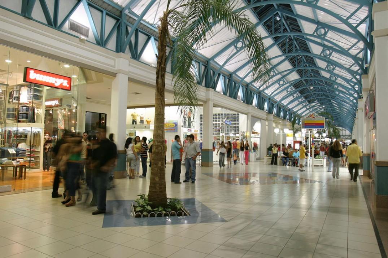 Há 15 anos o Cariri Garden Shopping atende não só a Juazeiro do Norte, mas  sim toda a Região do Cariri, que abrange mais de 60 municípios. 4051e162f3
